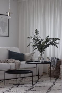 With classic aesthetics and simple details, who else can never get enough of some good minimal interiors? Keep scrolling for some serious interior inspo! Want some more interior inspo? Check out the below: Bathroom… View Post Home Living Room, Interior Design Living Room, Living Room Designs, Living Room Decor, Decor Interior Design, Interior Decorating, Modern Interior, Decorating Games, Furniture Design