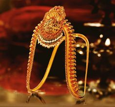 Vanki by Tanishq, the traditional armlet lined with small rubies and pearls with artistic depictions of gods, flora and fauna in the famous Nakashi style. Vanki Designs Jewellery, Gold Jewellery Design, Gold Jewelry, Gold Necklace, South Indian Bridal Jewellery, Indian Wedding Jewelry, Bridal Jewelry, Indian Weddings, India Jewelry