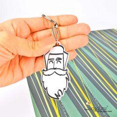 LLAVERO HIPSTER  Referencia LL017MET  Condición: Nuevo producto  Si llevas barba, camisa a cuadros y tienes tu propio estilo éste es tu llavero.