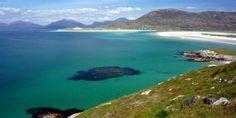 Les Hébrides Extérieures et ses magnifiques plages en Ecosse...   #ecosse #scotland #alainntours #beach #Plage #hebrides #harris Scotland Landscape, Tours, Island, Beach, Water, Tweed, Travel, Outdoor, Archipelago