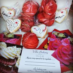 Ya se acerca San Valentín y en Villa Bakery queremos ayudarte a regalar algo especial a la persona que más quieras: novia, novio, marido, mujer, amig@s del alma, herman@s, .... San Valentín es el día para celebrar el amor y cariño que se siente hacia cualquier persona cercana!   Tenemos cajas de desayuno para ese día especial, tarjetas regalo, tartas decoradas, galletas decoradas, cookies, merenguitos, Cupcakes decorados, .....  Haz dulce ese día tan especial!! #villabakery…