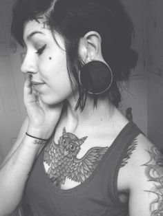 IM done sizing up but she pulls off the super big plugs really well!!