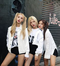 Loona Odd Eye Circle Max&match - Limited Edition Version Repackage Album for sale online Kpop Girl Groups, Korean Girl Groups, Kpop Girls, Extended Play, Mix Match, Jin, Loona Kim Lip, Eye Circles, South Korean Girls
