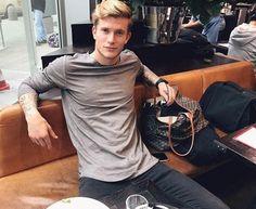 Loris Karius – World Soccer News Soccer Guys, Football Players, Soccer Teams, Pretty Boys, Cute Boys, Football Boyfriend, Spanish Men, Men Tumblr, Tottenham Hotspur Fc