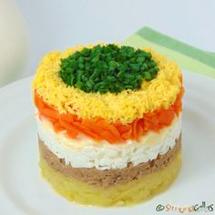 Salata Mimoza Mimosa Salad o reteta cu traditie - simonacallas Avocado Salad Recipes, Healthy Salad Recipes, Timbale Recipe, Mimosa Salad, Romanian Food, Food Garnishes, Dessert Drinks, Savoury Cake, Appetizer Recipes
