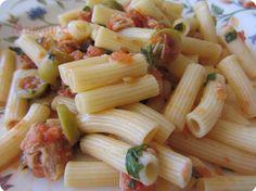 El Puchero de Morguix: Macarrones con tomate, atún, aceitunas y albahaca