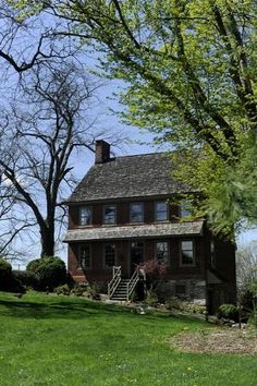 The Willis House, one of York County, Pa.'s oldest homes, built in Part of the Underground Railroad. Early American Homes, Dream Properties, Primitive Homes, New England Style, Old Building, Stone Houses, Historic Homes, Log Homes, Old Houses