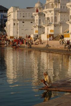 The Holy City of Pushkar, India Largest Countries, Countries Of The World, Places To Travel, Travel Destinations, Mother India, Photo Souvenir, Varanasi, Rajasthan India, India Travel