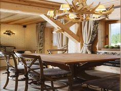 Rustic Italian Furniture for Stylish Home Design. Rustic Italian Furniture for Stylish Home Design with wooden table Rustic Apartment, Apartment Interior, Italian Home, Rustic Italian, Log Home Living, Style Rustique, Italian Furniture, Design Furniture, Dining Room Design