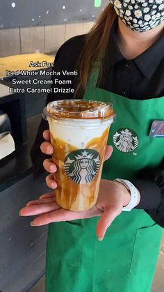 Cold Starbucks Drinks, Bebidas Do Starbucks, Starbucks Coffee, Starbucks Hacks, Starbucks Secret Menu Drinks, Coffee Drink Recipes, Coffee Drinks, How To Order Starbucks, Yummy Drinks