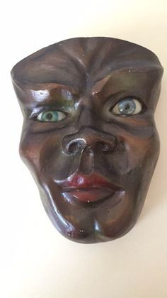 Online veilinghuis Catawiki: Native American masks with eyes made of glass