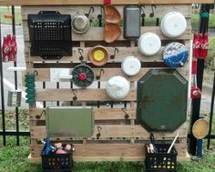 An outdoor sound wall is very amusing and entertaining. These collection of outdoor music wall ideas will embellish your child-friendly backyard ! Eyfs Outdoor Area, Outdoor Play Areas, Kids Outdoor Playground, Natural Playground, Playground Ideas, Outdoor Classroom, Outdoor School, Diy Projects For Kids, Diy For Kids