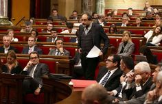 Ada Colau declaraba ayer que vivíamos tiempos apasionantes. Es una opinión. Otra es que vivimos días, semanas y meses en los que el hastío gana terreno a la razón. Escuchar diariamente los mismos argumentos de un lado y de otro, comprobar como día tras día los responsables políticos de Cataluña...