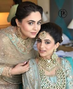 Wedding Jewelry Bridal Lehenga, Indian Brides, Green Lehenga, Green Bridal Lehenga - Check out the real Indian brides who ditched their red lehengas to wear blue or green outfit at their weddings. Scroll on to get more of this hot trend. Best Bridal Makeup, Indian Bridal Makeup, Wedding Makeup, Pakistani Wedding Outfits, Bridal Outfits, Green Lehenga, Indian Lehenga, Punjabi Bride, Punjabi Wedding