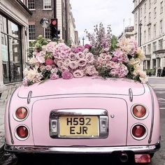 Everything about the pink wedding theme just screams romance. Our pink ideas is full of ways to make your wedding unique. Flower Aesthetic, Pink Aesthetic, Pink Love, Pretty In Pink, Pink Flowers, Beautiful Flowers, Frühling Wallpaper, Foto Still, Mode Rose