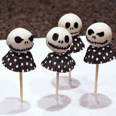 Jack Skellington Cake Pops by IrishMomLuvs2Bake, via Flickr