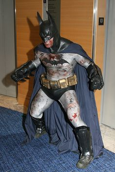 Character: Batman (Bruce Wayne) / From: DC Comics 'Batman' & 'Detective Comics' / Cosplayer: Unknown Batman Cosplay, Dc Cosplay, Male Cosplay, Best Cosplay, Comic Book Heroes, Comic Books Art, Comic Art, Batman And Batgirl, I Am Batman