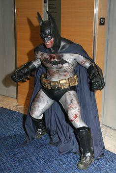 Character: Batman (Bruce Wayne) / From: DC Comics 'Batman' & 'Detective Comics' / Cosplayer: Unknown Batman Cosplay, Dc Cosplay, Male Cosplay, Best Cosplay, Comic Book Heroes, Comic Books Art, Comic Art, Batman And Batgirl, I Am Batman