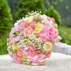 Hydrangea / Bledoružová svadobná kytica Ale, Floral Wreath, Wreaths, Home Decor, Decoration Home, Room Decor, Ales, Bouquet, Flower Band