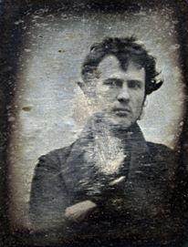 Robert Cornelius, the original daguerreotype boyfriend. 1839 self-portrait of Robert Cornelius (American), one of the first photographs of a human to be produced . Hipster, he took selfies before selfies were cool. Louis Daguerre, Selfies, Robert Cornelius, Old Pictures, Old Photos, Epic Photos, Vintage Pictures, Kunst Online, Portrait Images