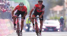 Silvan Dillier (BMC Racing) venceu pela primeira vez a etapa de um Grand Tour nessa quinta-feira. O suíço chegou na frente de Jasper Stuyven (Trek-Segafredo) e Lukas Pöstlberger (Bora-Hansgrohe) em um sprint de tirar o fôlego depois de mais de 200 quilômetros.   #bike #bike movies #ciclismo #ciclismo de estrada #Giro d'Italia #giro d'italia 2017 #speed