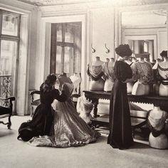 Draping blouses in Worth, Paris 1907.