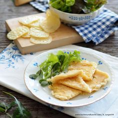 Kaskiachl und Paznauner Almkäse-Chips Käsechips Snacks, Cantaloupe, Fruit, Food, Melted Cheese, Leafy Salad, Easy Cooking, Oven, Appetizers
