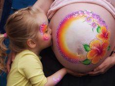 Tra le future #mamme impazza la #moda del #BumpPainting.  Scopri come realizzarlo! Colori, mamma, pancioni, dipinto, tenerezza