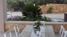 Villa Lofos , Περιβόλια, Ελλάδα . Crete Holiday, Villa, Patio, Outdoor Decor, Home Decor, Decoration Home, Terrace, Room Decor, Porch