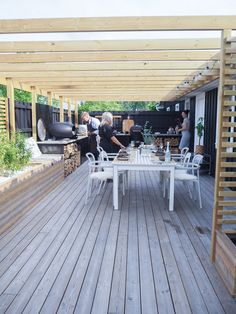 Though old throughout notion, the actual pergola have been enduring a bit of a current Modern Outdoor Kitchen, Small Outdoor Spaces, Outdoor Living, Budget Patio, Diy Patio, Weekend Cottages, Back Garden Design, Balcony Plants, Outside Patio