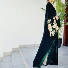 Details | Stunning green & gold velvet Abaya