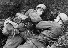 Propaganda nazi que iba con el texto:'Esta siesta en el momento de calma de los combates está bien merecida'.