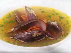 Es una de las sopas más populares y considerada un gran reconstituyente por las propiedades que tienen los choros.
