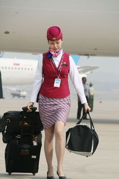 China Southern Airlines cabin crew #aviationglamourfashion China Southern Airlines, Airline Cabin Crew, Hotel Uniform, Airline Uniforms, Beauty And The Best, Military Women, Flight Attendant, Photography Women, Sexy Outfits
