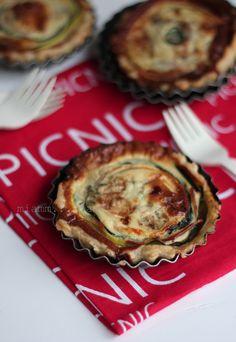 Tartelettes au tourbillon de légumes & Roquefort Papillon Tourbillon, Bento, Sandwiches, Muffin, Pie, Breakfast, Barbecue, Desserts, Drink