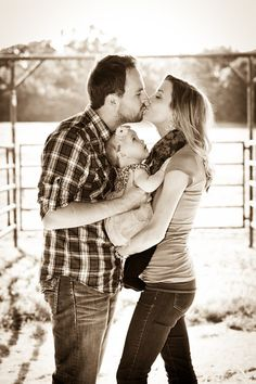 Amazing fall family photo ideas!!! Think ill try this for our pictures!