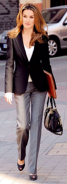 Queen Letizia of Spain - Office Outfits Fashion Mode, Office Fashion, Work Fashion, Fashion Looks, Womens Fashion, Spain Fashion, Street Fashion, Fashion Outfits, Business Mode