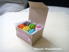 Macarons de Fimo en cajita. Medidas caja: 3 x 2 x 1,5 cm. www.misuenyo.com / www.misuenyo.es