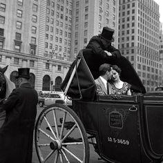 Ciao Bellissima - Art of Travel; New York 1953. Photo: Vivian Maier