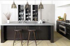 Køkkenø med skabe under