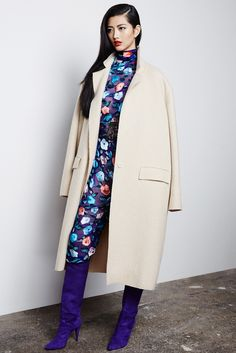 Beautifully cut coat and nice colour contrasts by Pedro del Hierro Madrid Fall 2015 Ready-to-Wear Fashion Show