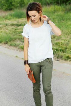 Denim tee + olive skinny jeans + sandals