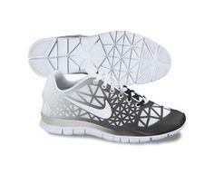 f46dda944968 Amazon.com  NIKE Free TR Fit 3 Dye Ladies Training Shoes  Shoes