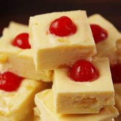 A classic cake is turned into fudge. #food #easyrecipe #recipe #summer #dessert #fudge #pineapple #sweets #baking #summer