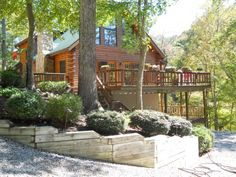 Lakefront log home Lake Norris in Tennessee.