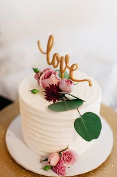 Paper Hearts Co | simple one tier cake with die cut love in gold and simple flowers