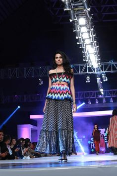 PFDC Sunsilk Fashion Week 2015 http://clothingpk.blogspot.com/2015/04/Sunsilk-fashion-week-2015-savoir-vivre-collection-by-alkaram.html