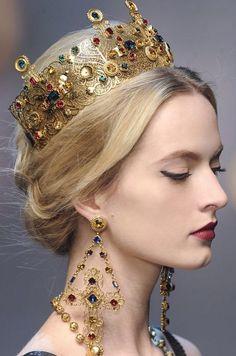 Gabbana at Milan Fashion Week Fall 2013 Dolce & Gabbana, 2013 / stunning jewelry, crown. (Every girl should own a crown and matching earrings)! (Every girl should own a crown and matching earrings)! Fashion Accessories, Hair Accessories, Fashion Jewelry, Men's Jewelry, Jewelry Stores, Fall Jewelry, Stylish Jewelry, Summer Jewelry, Statement Jewelry