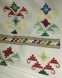Hardanger Embroidery, Cross Stitch Embroidery, Cross Stitch Love, Bargello, Diy And Crafts, Lily, Kids Rugs, Knitting, Crossstitch