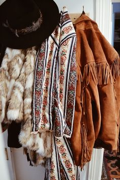 ╰☆╮Boho chic bohemian boho style hippy hippie chic bohème vibe gypsy fashion indie folk the . Mode Hippie, Bohemian Mode, Bohemian Style, Bohemian Dresses, Bohemian Fashion, Fashion Mode, Look Fashion, Winter Fashion, Estilo Boho